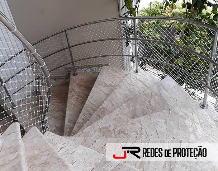 Escadas com Redes de Proteção
