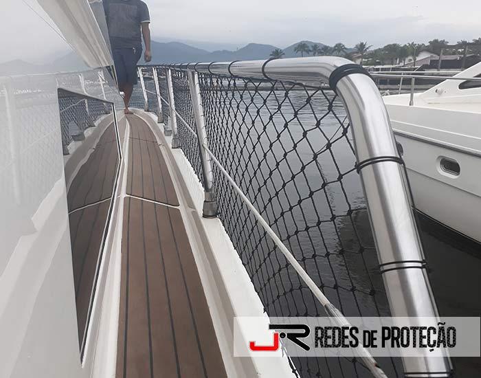 Lanchas com Redes de Proteção